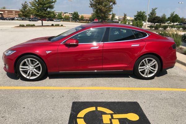 2015 Tesla Model S 60 Sedan 4D for Sale (95,250 miles) | Swap Motors